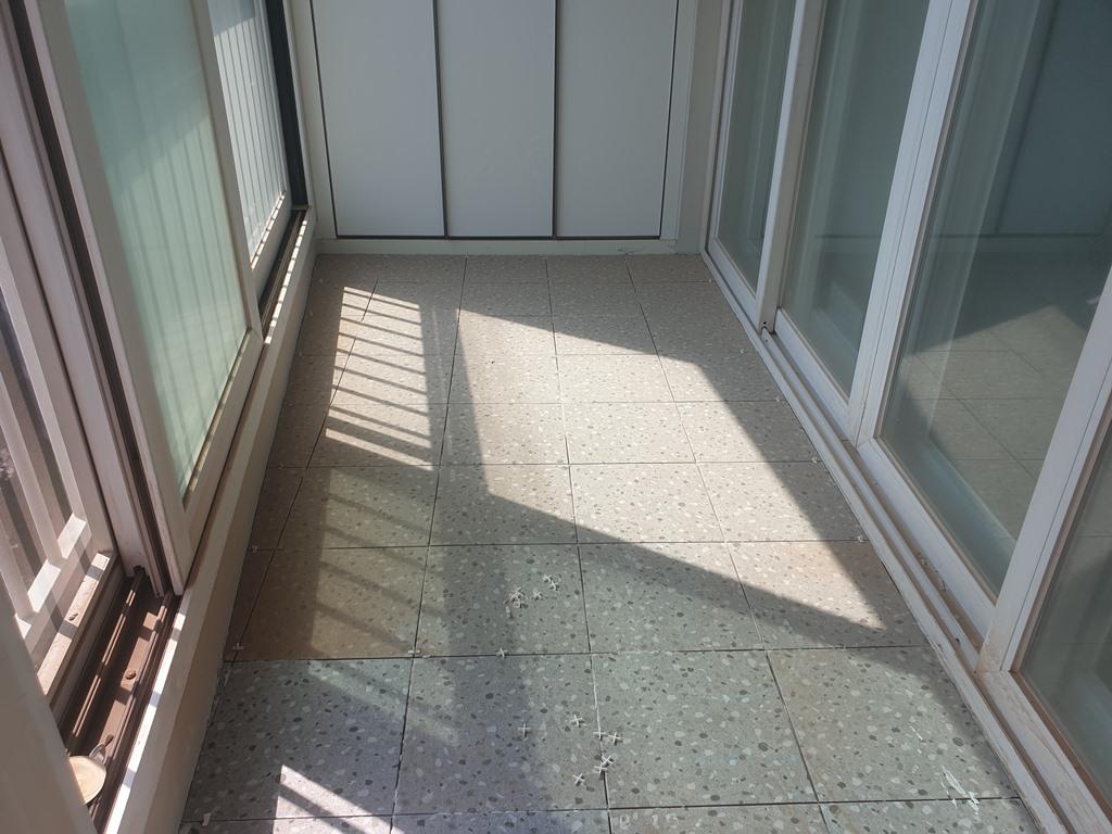 아파트 베란다 타일리모델링 300각 타일 작업
